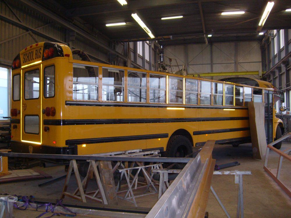 staal-contructies-schuifdak-schoolbus1